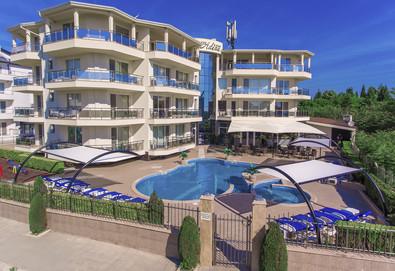 Късно лято на 150 м. от плажа в хотел Адена 3*, Черноморец! Нощувка, ползване на басейн, шезлонг и чадър, безплатно за дете до 1.99 г.  - Снимка