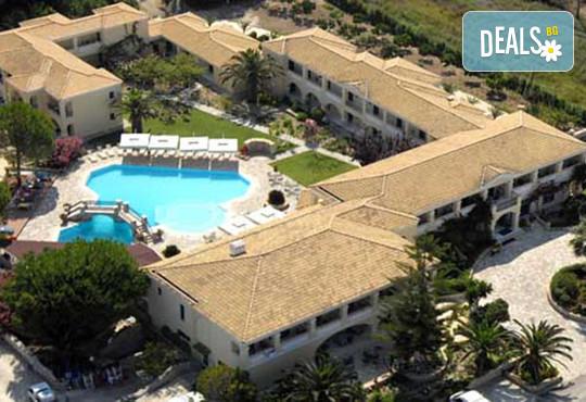 Karavostasi Beach Hotel 3* - снимка - 1
