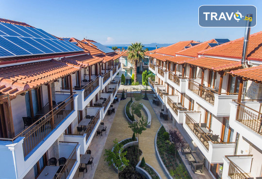 Apanemia Apartments by Flegra Hotels 2* - снимка - 1