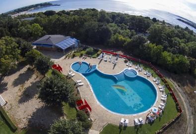 Лятна почивка на супер цена в Хотел КООП в Китен! 2, 3 или 5 нощувки, закуски и вечери, безплатно за дете до 5.99г., ползване на басейн и детска площадка - Снимка