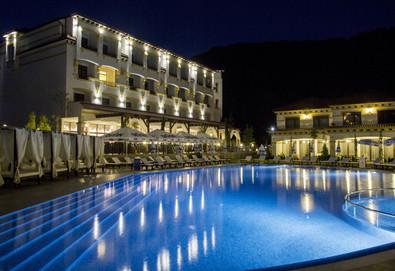 Релаксираща почивка в хотел Парадайс 3*, с.Огняново! 1 или 2 нощувки със закуски и вечери, ползване на минерален басейн, джакузи, сауна, парна баня и турска баня, безплатно за дете до 5.99г.! - Снимка