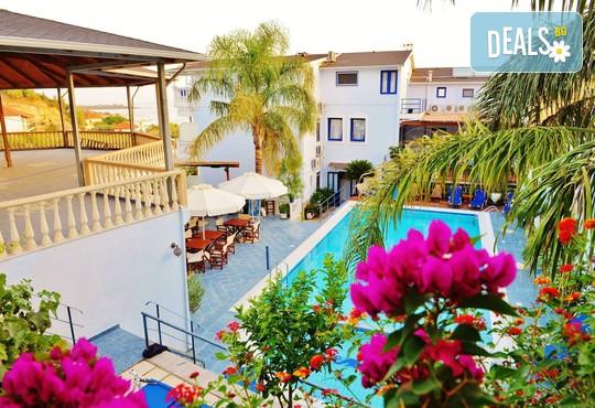 Hotel Mesogeios 2000 3* - снимка - 1