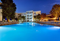 Самолетна почивка в Турция! 7 нощувки на човек на база All inclusive в Larissa Beach Club 4*, Сиде, Турска ривиера с двупосочен чартърен полет от Варна - Снимка