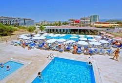 Самолетна почивка в Турция! 7 нощувки на човек на база All inclusive в Larissa Holiday Beach Club 4*, Алания, Турска ривиера с двупосочен чартърен полет от София - Снимка