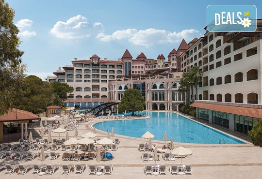 Sirene Belek Golf & Wellness Hotel 5* - снимка - 1