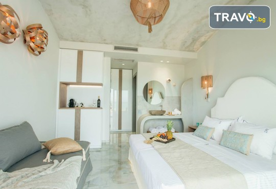Blue Carpet Luxury Suites - снимка - 4