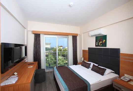 Golden Age Resort Hotel  4* - снимка - 1
