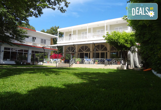 Avra Beach Hotel 2* - снимка - 1
