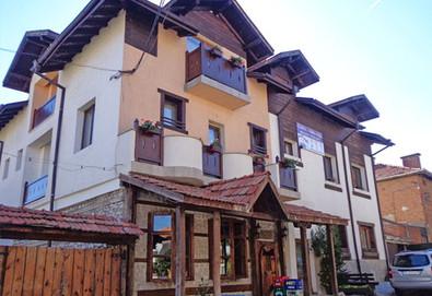 Почивка с цялото семейство в Старата Тонина къща в Добринище! Нощувка със закуска или закуска и вечеря, ползване на басейн и интернет - Снимка