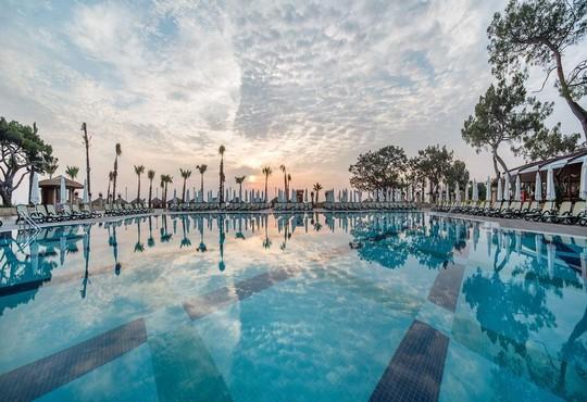 Nirvana Lagoon Villas Suites & Spa 5* - снимка - 1