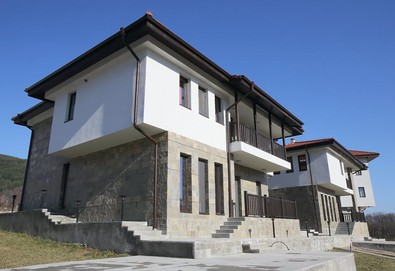 Луксозна почивка сред балкана в комплекс Вила Трейд 2*, Априлци! 1, 2, 3, 4 или 5 нощувки в луксозна вила за до 12 човека, ползване на оборудвана кухня, фитнес и кът за отдих  - Снимка