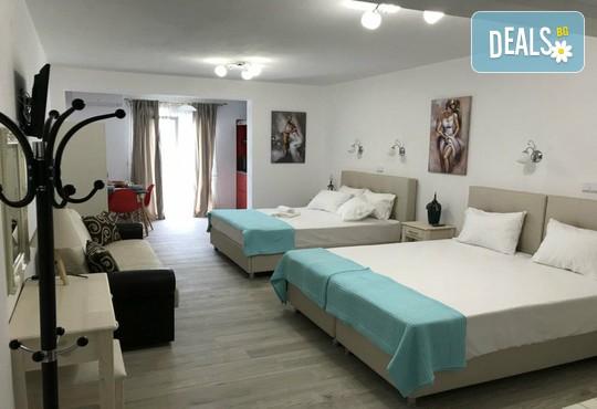 Stratos Deluxe Apartments - снимка - 3