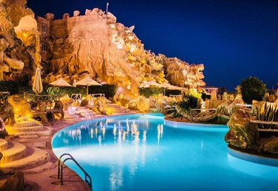 Самолетна почивка в Египет! 5 нощувки на човек на база All inclusive в Caves Beach Resort 5*, Хургада, Червено Море с двупосочен чартърен полет от София - Снимка