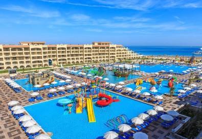 Самолетна почивка в Египет! 6 нощувки на човек на база All inclusive в Albatros White Beach Resort 5*, Хургада, Червено Море с двупосочен чартърен полет от София - Снимка