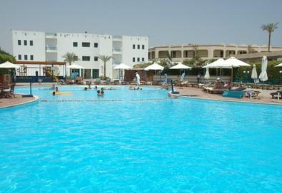 Самолетна почивка в Египет! 7 нощувки на човек на база All inclusive в Sharm Cliff Resort 4*, Шарм Ел Шейх, Червено Море с двупосочен чартърен полет от София - Снимка