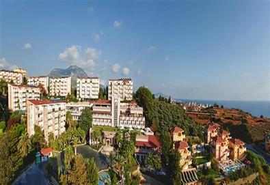 Самолетна почивка в Турция! 3 нощувки на човек на база Ultra all inclusive в Club Paradiso Hotel 5*, Анталия, Турска ривиера с двупосочен чартърен полет от София - Снимка