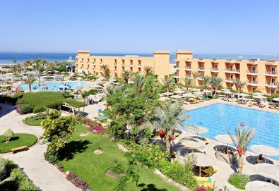 Самолетна почивка в Египет! 7 нощувки на човек на база All inclusive в The Three Corners Sunny Beach Resort 4*, Хургада, Червено Море с двупосочен чартърен полет от София - Снимка