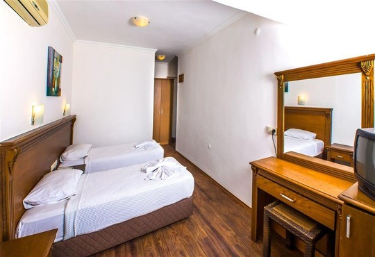 Honeymoon Hotel 3* - снимка - 13