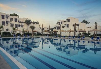 Самолетна почивка в Египет! 7 нощувки на човек на база All inclusive в Mercure Hurghada 4*, Хургада, Червено Море с двупосочен чартърен полет от София - Снимка
