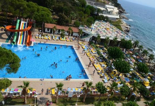Club Hotel Grand Efe - снимка - 17