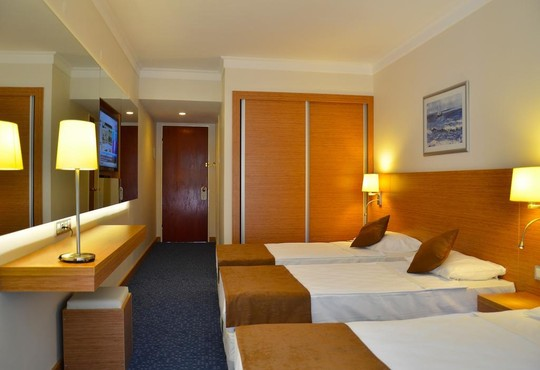 Club Hotel Grand Efe - снимка - 3