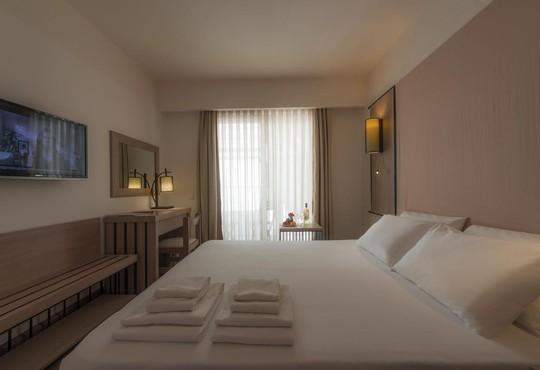 Liv Hotel By Bellazure - снимка - 13