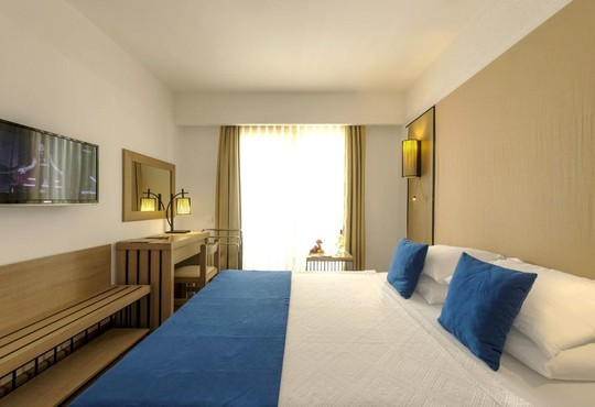 Liv Hotel By Bellazure - снимка - 5