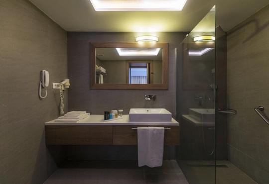 Liv Hotel By Bellazure - снимка - 8