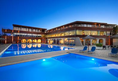 3+ нощувки на човек на база Закуска и вечеря в Blue Dolphin Hotel 4*, Метаморфоси, Халкидики, безплатно за деца до 2.99 г. - Снимка
