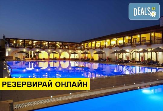Нощувка на база HB в Blue Dolphin Hotel 4*, Метаморфоси, Халкидики