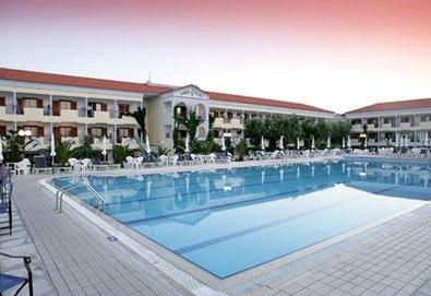 3+ нощувки на човек на база Закуска и вечеря в Tresor Sousouras Hotel (ex.Hanioti Palace) 4*, Ханиоти, Халкидики, безплатно за деца до 3.99 г. - Снимка