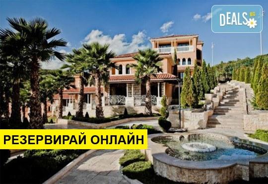 Почивка в хотел Royal Castle Design & Spa 5*, к.к. Елените: Нощувка на база НВ+, ползване на басейн