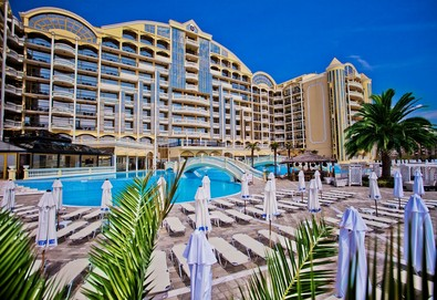 Почивка в хотел Виктория Палас 5*, Слънчев Бряг! Нощувка на база HB, ползване на външен басейн с чадъри и шезлонги, безплатно за първо дете до 12г.! - Снимка