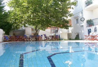Нощувка на човек на база Само стая, Закуска в Hotel Oceanis, Калитеа, Халкидики - Снимка
