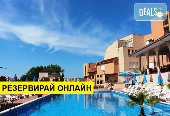 Лятна почивка в хотел Хера 3*, Созопол! Нощувка на база Закуска, басейн, чадър и шезлонг