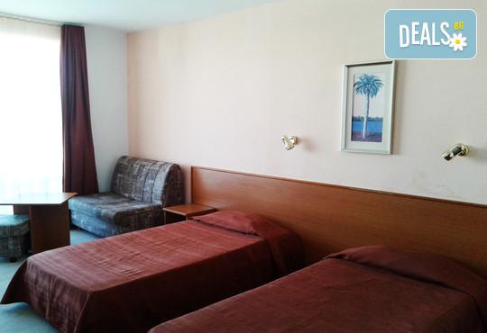 Юни в хотел Делта Палас 2* к.к Слънчев бряг: Нощувка със закуска и вечеря