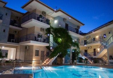 Нощувка на човек на база Закуска в Stratos Hotel 3*, Афитос, Халкидики, безплатно за деца до 4.99 г. - Снимка
