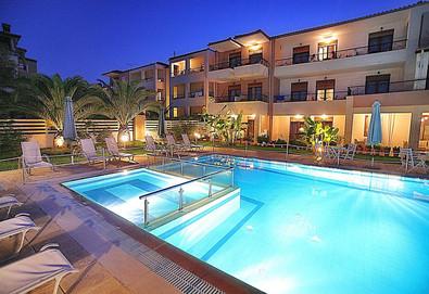 3+ нощувки на човек на база Само стая в Hesperides Hotel, Пефкохори, Халкидики - Снимка