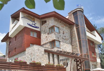 Нощувка на база HB в Лъки Лайт Бутик Хотел & СПА 4*, Велинград, Родопи