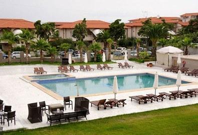 Нощувка на база Закуска и вечеря в Hanioti Melathron Hotel 4*, Ханиоти, Халкидики - Снимка
