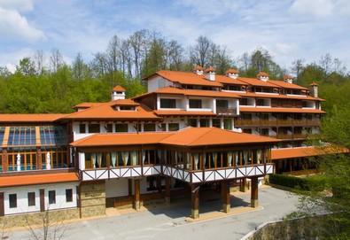 Почивка в хотел Боженци 1* в село Черневци - нощувка със закуска, ползване на басейн и фитнес - Снимка