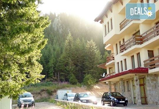 На ски и релакс в Пампорово в хотел Росица 3*! 1 нощувка, закуска и вечеря, Wi Fi, паркинг