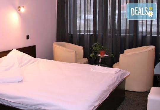 Почивка в Сандански в Семеен хотел Сантана! 1 нощувка в двойна стая, студио или апартамент