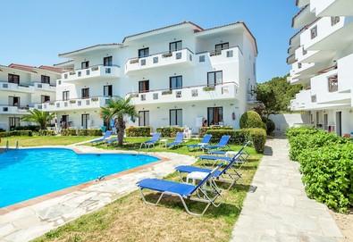 5+ нощувки на човек на база Закуска и вечеря, All inclusive в Dolphin Beach Hotel 3*, Посиди, Халкидики - Снимка