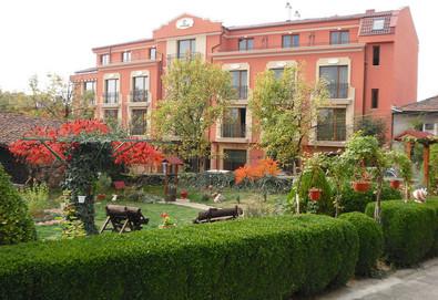 Есенна СПА почивка в Хотел Клуб Централ 4*, Хисаря! 1 или повече нощувки със закуски, ползване на минерален басейн, джакузи, ароматна парна баня, билкова и финландска сауна - Снимка
