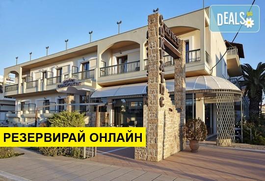 Нощувка на база Закуска в Sokratis Hotel 2*, Неа Мудания, Халкидики