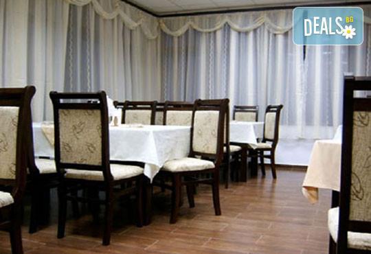 Лятна почивка в Рила, в Семеен хотел Искър, Говедарци: 1 нощувка със закуска и вечеря