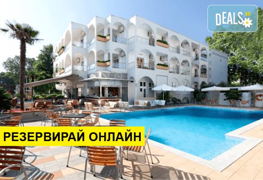 Оферта: Нощувка на база BB,HB в Kronos Hotel 3*, Платамонас, Олимпийска ривиера