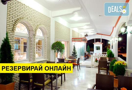 Нощувка на база BB в Strass Hotel 3*, Паралия Катерини, Олимпийска ривиера