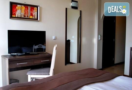 До 14.03.2021 в хотел Зара 4*, Банско: Нощувка със закуска и вечеря, релакс център